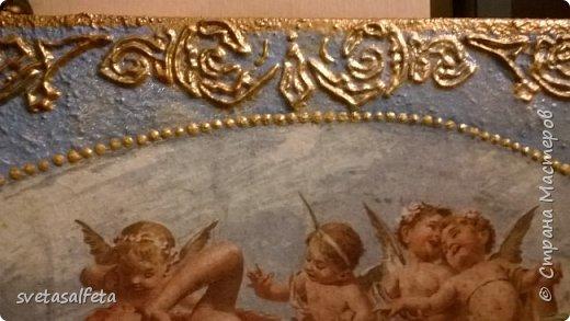 Прямой декупаж стеклянной тарелки, фацетный лак, золотой контур, по краю золотая краска фото 7