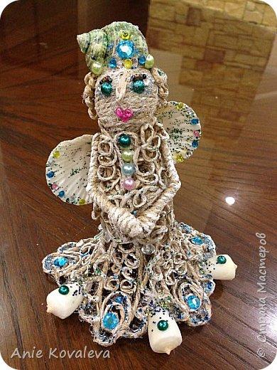 В субботу у мамы День рождения. Она собирает фигурки ангелов, решила сделать ей такое пополнение:) это морской ангел, потому что маму зовут Марина, живём в морском городе и (главное) под рукой оказались подходящие ракушки, хотелось их использовать. фото 1