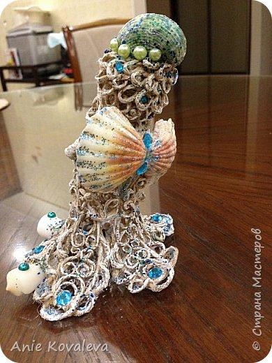 В субботу у мамы День рождения. Она собирает фигурки ангелов, решила сделать ей такое пополнение:) это морской ангел, потому что маму зовут Марина, живём в морском городе и (главное) под рукой оказались подходящие ракушки, хотелось их использовать. фото 7