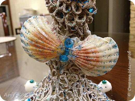 В субботу у мамы День рождения. Она собирает фигурки ангелов, решила сделать ей такое пополнение:) это морской ангел, потому что маму зовут Марина, живём в морском городе и (главное) под рукой оказались подходящие ракушки, хотелось их использовать. фото 8