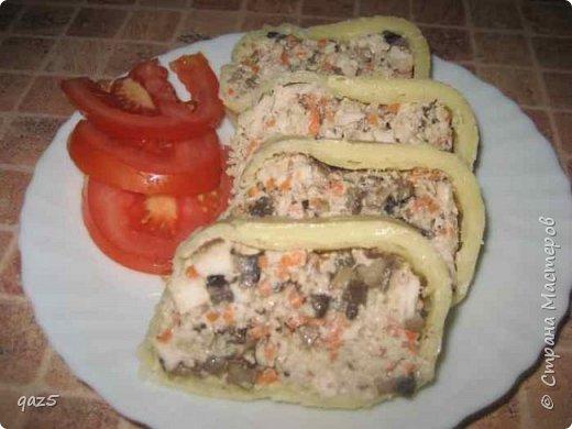 Вкусный салат с куриным филе, жареными грибами, орехами и корейской морковью - удивите ваших гостей. фото 15