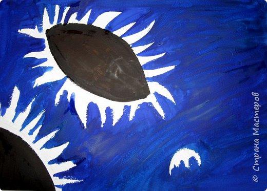 """В начале небольшая предыстория... Увидела в интернете картину с подсолнухами, нашла автора - Cinnamon Cooney , оказалась очень артистичная и своеобразная художница, пишет акрилом и маслом, можно найти её видео-уроки на английском языке, всё очень доступно показано. И решила нарисовать гуашью  """"солнышки"""" с необычным фоном. Планировала для 6-7 леток, но первоиспытателями стали 5-ти летки, фото в конце МК.  фото 2"""