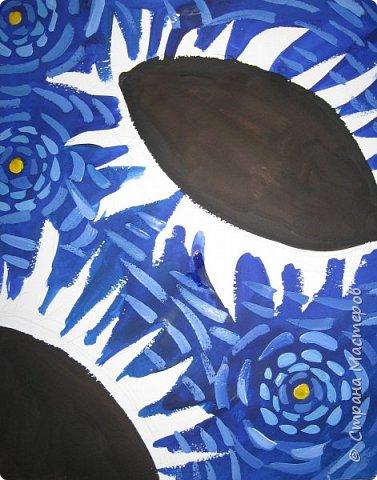 """В начале небольшая предыстория... Увидела в интернете картину с подсолнухами, нашла автора - Cinnamon Cooney , оказалась очень артистичная и своеобразная художница, пишет акрилом и маслом, можно найти её видео-уроки на английском языке, всё очень доступно показано. И решила нарисовать гуашью  """"солнышки"""" с необычным фоном. Планировала для 6-7 леток, но первоиспытателями стали 5-ти летки, фото в конце МК.  фото 8"""