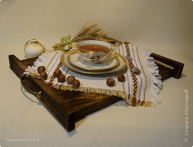 Сделала два подноса деревянных из сосновых досок. Обжиг, брашировка, декор шпагатом. Размеры 32х40 см и 32х44 см. фото 1