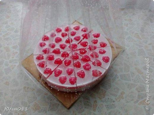 День рождения, праздник долгожданный. На др крестницы приготовила тортик сливочно-клюквенный, с цукатами внутри. 2 кг счастья и мыльных пузырей.