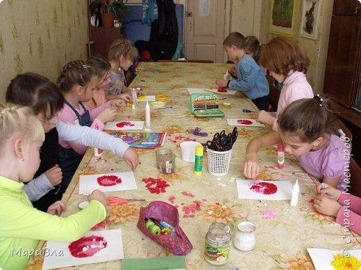 """Еще немного детских работ. Ко Дню Матери мы с первоклашками сделали """"небольшие"""" :) поздравительные открытки в технике """"торцевание"""". Размер каждой А1, то есть - ватман. фото 3"""