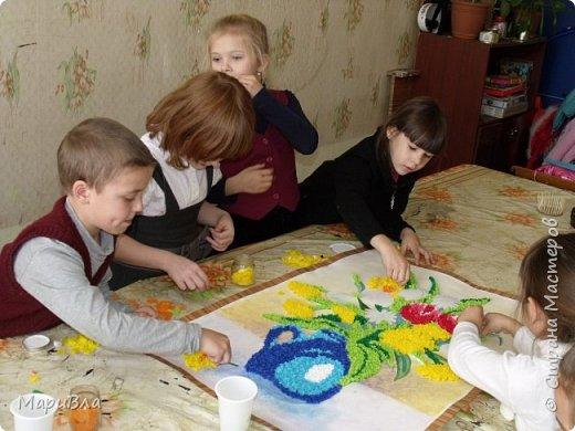 """Еще немного детских работ. Ко Дню Матери мы с первоклашками сделали """"небольшие"""" :) поздравительные открытки в технике """"торцевание"""". Размер каждой А1, то есть - ватман. фото 4"""