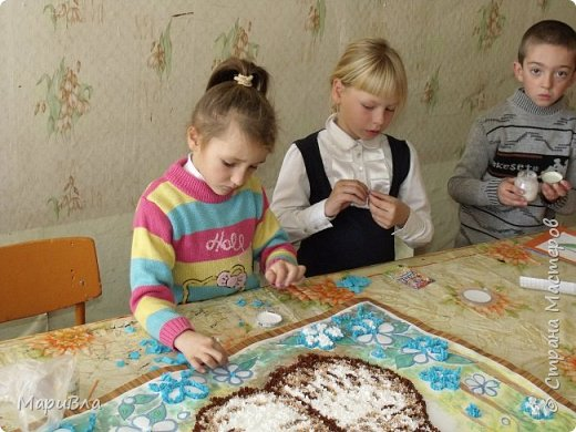 """Еще немного детских работ. Ко Дню Матери мы с первоклашками сделали """"небольшие"""" :) поздравительные открытки в технике """"торцевание"""". Размер каждой А1, то есть - ватман. фото 6"""