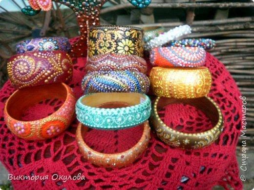 Все браслеты выполнены из липы и расписаны в технике точечной росписи акриловыми красками и контурами фото 1