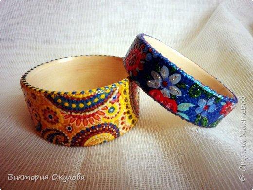 Все браслеты выполнены из липы и расписаны в технике точечной росписи акриловыми красками и контурами фото 4
