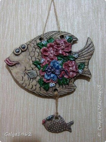 Всем доброго времени суток!!! Вот теперь у меня есть нормальная ( ну мне так кажется...) рыбка.. С цветами...Да и ей похоже такое больше нравится. нежели с ведьмой то..! фото 1