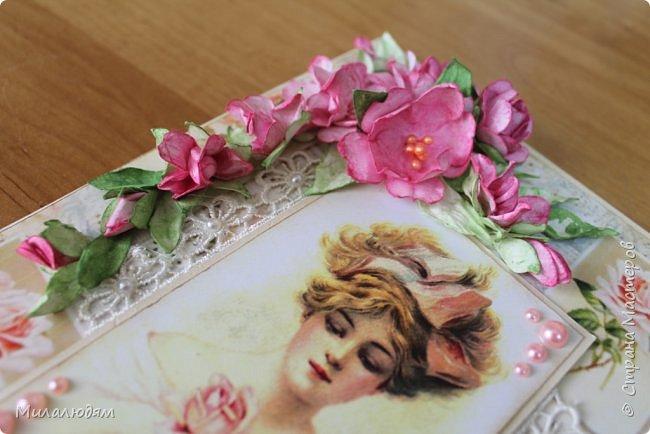 Здравствуйте все! И мои знакомые, и друзья, и не знакомые, с которыми буду рада познакомиться и подружиться. Сегодня я с открыткой для замечательной женщины солидного возраста.  Когда я решила сюрпризом поздравить Альбину Николаевну с Днем рождения, я задумывала осеннюю открытку. И возраст солидный осенний и родилась осенью. Но меня же всегда клинит на одной бумаге надолго. Уже бумагу в руки взяла и тут подумала: и что третья подряд в одном и том же духе?. Стала искать из чего делать и попалась мне эта моя любимая дамочка. Ну и что что осень?! А в душе весна и молодость! Именно такая она и есть наша Альбина Николаевна. И сотворилассь у меня вот такая нежная милота. фото 9