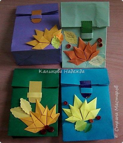 Любим с детьми делать красивые упаковки в виде пакетов на все праздники. А ко Дню учителя или на День знаний  пакет  легко превращается во вместительный  ранец, который готов принять в себя и шоколадку, и канцтовары, и яблочки, одним словом -подарочки. фото 31