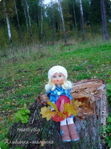 Я своей любимой куколке сшила пальто,шапочку,колготочки. Сделала сапожки из пористой пленки, и мы пошли гулять.  Осень Осень — рыжая девчонка Шьет наряды тонко-тонко: Красные, бордовые, желтые листки — Это лоскутки. Минухина К. фото 1