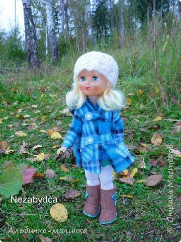 Я своей любимой куколке сшила пальто,шапочку,колготочки. Сделала сапожки из пористой пленки, и мы пошли гулять.  Осень Осень — рыжая девчонка Шьет наряды тонко-тонко: Красные, бордовые, желтые листки — Это лоскутки. Минухина К. фото 2