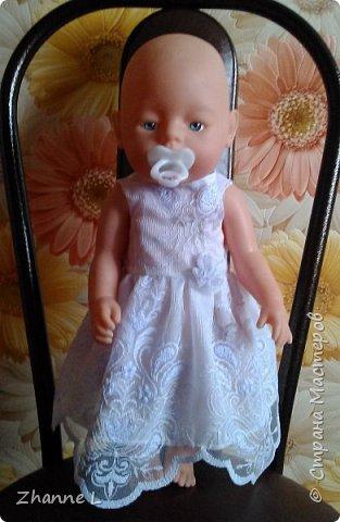 Подарили дочке куклу baby born и тут же она мне изложила «список» необходимой одежды, полазив в интернете нашла выкройку,  на основе которой делала уже нужные мне выкройки. Пока пошилось немного, но дочка довольна. Комбинезон из плащевки на флисе, опушка из искусственного меха. фото 5