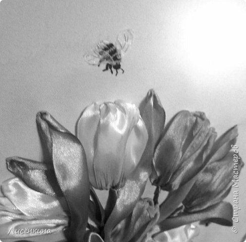 Здравствуйте дорогие мастера и мастерицы. Сегодня я хочу показать вам мою вторую попытку вышить тюльпаны лентами. Как вы считаете эти тюльпаны лучше или хуже? Или я стою на месте в своём усовершенствовании мастерства.... фото 6