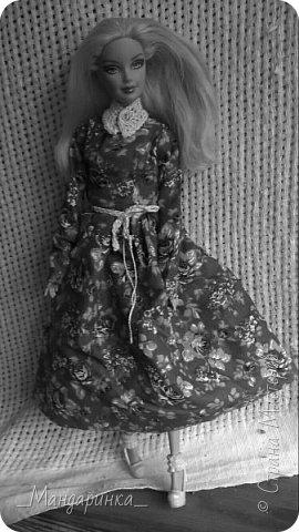 """Всем привет! Сегодня будет немного необычная запись, так как это что-то вроде фото-истории.В этой записи новое: платье, босоножки с 1 и 2 фото, воротник и пояс.Ну а вязанное платье я просто решила получше показать,т.к. оно просто мелькнуло в записи """"Ах, эта осень"""" под пальто.Фотографировала на телефон, поэтому извините за качество. ---------------------------------------------------------------------------------------------------------------------------------- А вы знаете свои корни? То что было до вас?Своё прошлое? Нет? Вот и я не знала.Меня зовут Кетрин Мария Розалина Кингсли. Я родилась в Англии, Лондоне. Мой папа - крупный бизнесмен, а мама - была певицей. Когда мне было 6 лет она уехала на гастроли, с которых так и не вернулась. Папа долго не мог смирится с этим, а я не смирилась до сих пор. фото 6"""