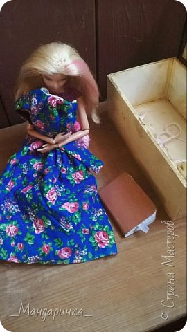 """Всем привет! Сегодня будет немного необычная запись, так как это что-то вроде фото-истории.В этой записи новое: платье, босоножки с 1 и 2 фото, воротник и пояс.Ну а вязанное платье я просто решила получше показать,т.к. оно просто мелькнуло в записи """"Ах, эта осень"""" под пальто.Фотографировала на телефон, поэтому извините за качество. ---------------------------------------------------------------------------------------------------------------------------------- А вы знаете свои корни? То что было до вас?Своё прошлое? Нет? Вот и я не знала.Меня зовут Кетрин Мария Розалина Кингсли. Я родилась в Англии, Лондоне. Мой папа - крупный бизнесмен, а мама - была певицей. Когда мне было 6 лет она уехала на гастроли, с которых так и не вернулась. Папа долго не мог смирится с этим, а я не смирилась до сих пор. фото 7"""