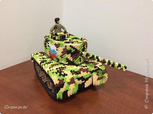 Танк в боевой раскраске фото 2