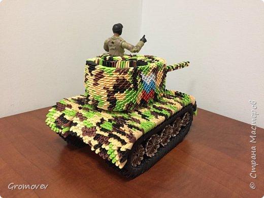 Танк в боевой раскраске фото 4