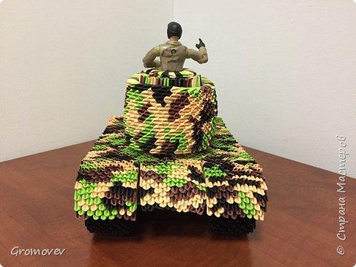 Танк в боевой раскраске фото 5