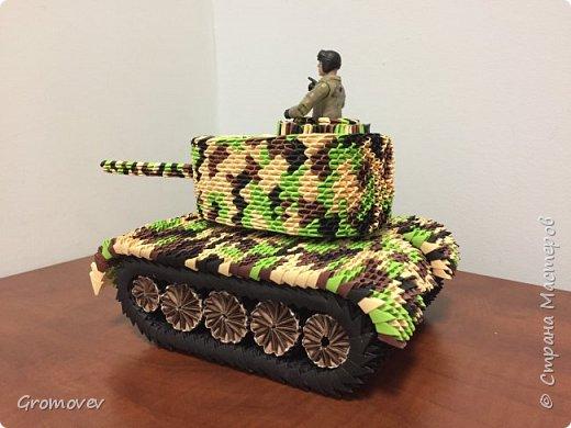 Танк в боевой раскраске фото 6