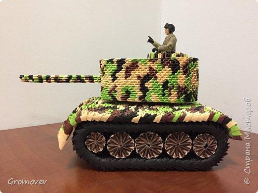 Танк в боевой раскраске фото 7