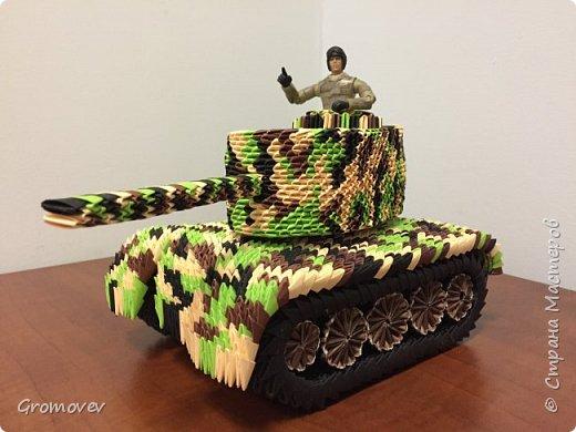 Танк в боевой раскраске фото 8