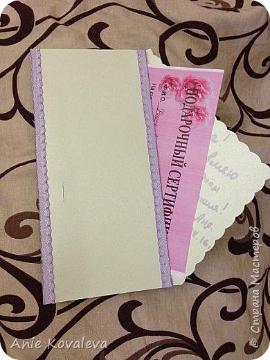 Как уже писала, скоро мамин День рождения, купила подарочный сертификат на массаж, размер где-то треть листа А4. Сделала для него такой вот конверт. На фото не видно, бумага конверта зеленоватая с легким перламутром, купили когда-то давно, вот пригодилась:)) фото 3