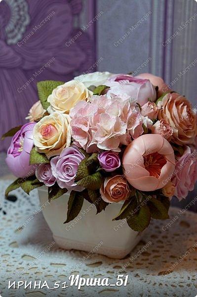 Здравствуйте! Представляю на Ваш суд  композицию с цветами из фоамирана и колье для дочки из зефирного фома.  Практически все цветы в композиции выполнены из иранского фоамирана, только гортензия из зефирного.  Приглашаю к просмотру.  фото 3