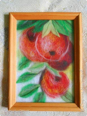 Здравствуйте, жители Страны!!!!! Хочу показать ещё одну картину.  Благодаря тёплым осенним денькам появились вот такие яблочки.