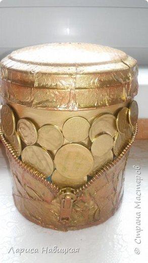 """Чашка в подарок дочке. За опору взяла толстую проволоку в два слоя,монеты клеила на""""титан"""",опору на эпоксилин,красила краской из балончика. Лаком не покрывала,и так всё блестит и сверкает. фото 12"""
