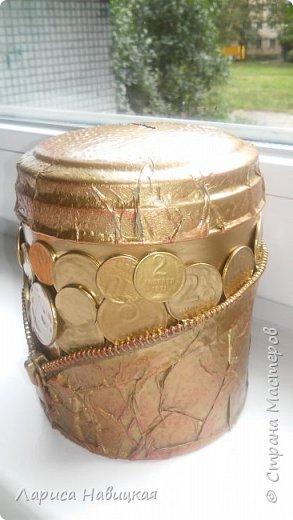 """Чашка в подарок дочке. За опору взяла толстую проволоку в два слоя,монеты клеила на""""титан"""",опору на эпоксилин,красила краской из балончика. Лаком не покрывала,и так всё блестит и сверкает. фото 13"""
