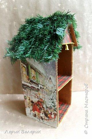 Какая девочка не мечтает о красивом домике для своих кукол? Мы с мужем, решили сделать красивый, новогодний, вместительный, функциональный, а самое главное - безопасный мини-домик для кукол.  фото 4