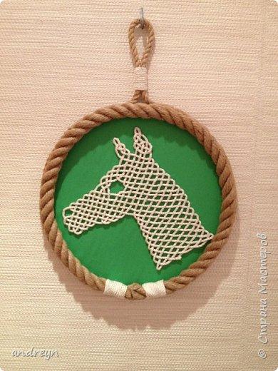 Здравствуйте.  Вот по желанию старшей дочери сделал для нее панно с лошадиной темой.  Сделанно по схеме из книги.