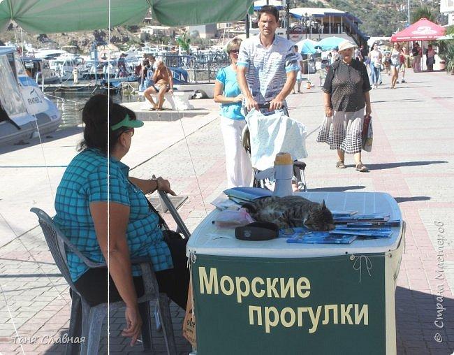 Разговор пойдет о Крыме, а первая фотография – вовсе не море и кипарисы. Это - мозаичные окна в Ханском дворце в Бахчисарае, посмотрите, какие краски и солнечные блики на стенах и полу! и вот именно такое разноцветье и ёканье сердца у меня в душе – от  любимого Крыма. В моей голове такой же калейдоскоп пестрых, ярких, солнечных воспоминаний об отпуске в Крыму... фото 8