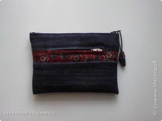 Ну что можно сказать о воплощении этой задумки? Хотела джинсовый кошелек. Из первоначального замысла остались форма и непосредственно джинсовая ткань. Хотела вышить объемного жучка, но в процессе оказалось, что он тут не к месту :) фото 1