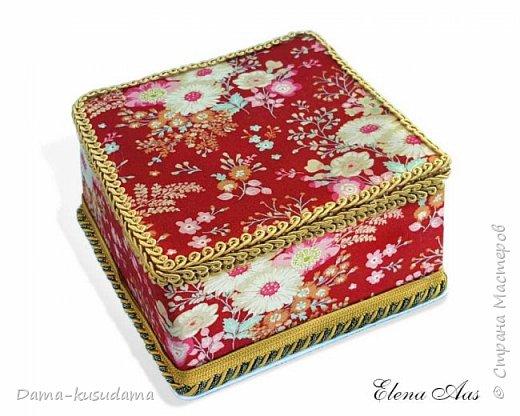 Сделала коробочки на подарки для себя и своей семьи.Муж считает, что подобные коробочки у шейхов в кабинетах. Поэтому так и назвала наборчик. Коробки сделаны их картона, обклеены тканью,тесьмой и дно -материал типа резины.  фото 3