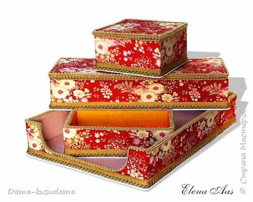 Сделала коробочки на подарки для себя и своей семьи.Муж считает, что подобные коробочки у шейхов в кабинетах. Поэтому так и назвала наборчик. Коробки сделаны их картона, обклеены тканью,тесьмой и дно -материал типа резины.  фото 2