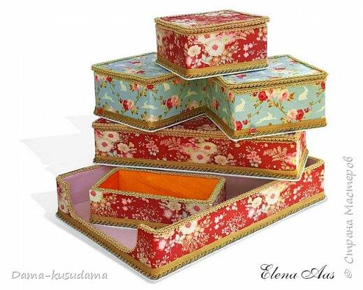 Сделала коробочки на подарки для себя и своей семьи.Муж считает, что подобные коробочки у шейхов в кабинетах. Поэтому так и назвала наборчик. Коробки сделаны их картона, обклеены тканью,тесьмой и дно -материал типа резины.  фото 1