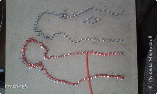 Картина из ниток и гвоздиков фото 6