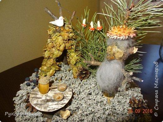 """Всем добрый вечер. В дет.садике у нас конкурс поделок """"волшебство лесной коряги"""".  Смысл оживить корягу и превратить её в сказочное существо.  Вот такой лесовичок у нас родился. Все материалы природные, кроме мухоморчиков и птички. фото 3"""