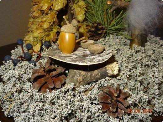 """Всем добрый вечер. В дет.садике у нас конкурс поделок """"волшебство лесной коряги"""".  Смысл оживить корягу и превратить её в сказочное существо.  Вот такой лесовичок у нас родился. Все материалы природные, кроме мухоморчиков и птички. фото 4"""