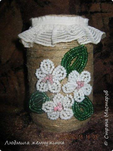 Декоративная баночка. Для основы использован джутовый шпагат, отделка из бисера.