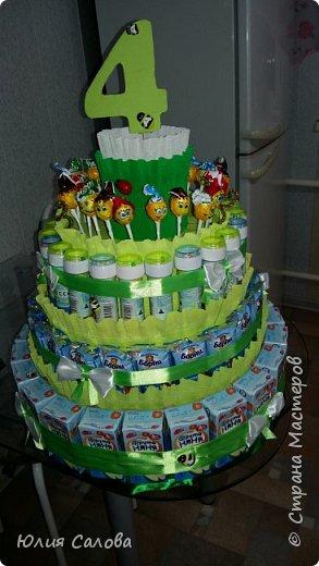 Торт из сока Барни мыльных пузырей и чупа-чупсоа. Или торт на 4 годика в сад фото 2
