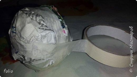 Здравствуйте, мастера! Вот еще одну работу закончила, на этот раз решила сделать яблочки в своей любимой технике, которой меня научила Надежда Н.К. http://stranamasterov.ru/node/848291, еще раз спасибо ей)) Казалось бы, яблочки не большие, по размеру как настоящие, вроде бы и работы не много. Но, оказалось совсем не так...  Яблоки же круууглыыыеееее!!!!  Ну очень не удобно наносить тесто по кругу, да и дальнейшая работа по очереди.. сохнет то верх, то низ... красить то верх, то низ... лачить ... и т.д.  Время ушло не мало... фото 2