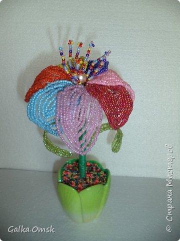 Вот такой цветок получился у меня из остатков бисера. фото 3