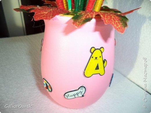 Подарок выполнила на палитре, все цвета радуги - помпоны из ниток фото 5