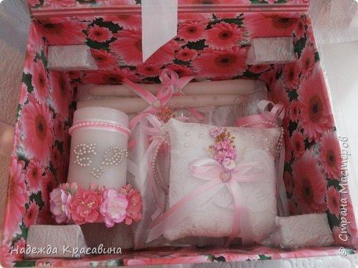 Всем привет! В предыдущем посте я показала большой свадебный набор. Теперь я хочу показать упаковку для того самого набора. Поскольку молодые будут хранить всю жизнь памятные вещи со свадьбы, нужно было их как-то упаковать. И вот что получилось фото 7